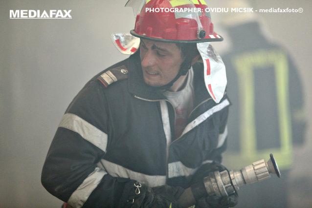 Incendiu la un depozit din localitatea Fântânele, Prahova. Două victime aflate în stare gravă, dintre care un adolescent de 17 ani|EpicNews