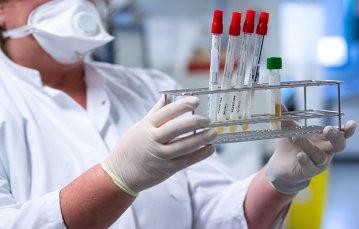 """13 persoane din Iaşi au fost diagnosticate cu varianta Delta. Medic: """"Revin cu îndemnul către populaţie de a continua vaccinarea"""""""