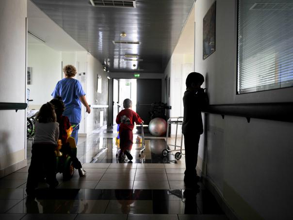 Peste 100 de copii sunt internaţi în spital cu COVID-19. Medic ATI: Era de aşteptat