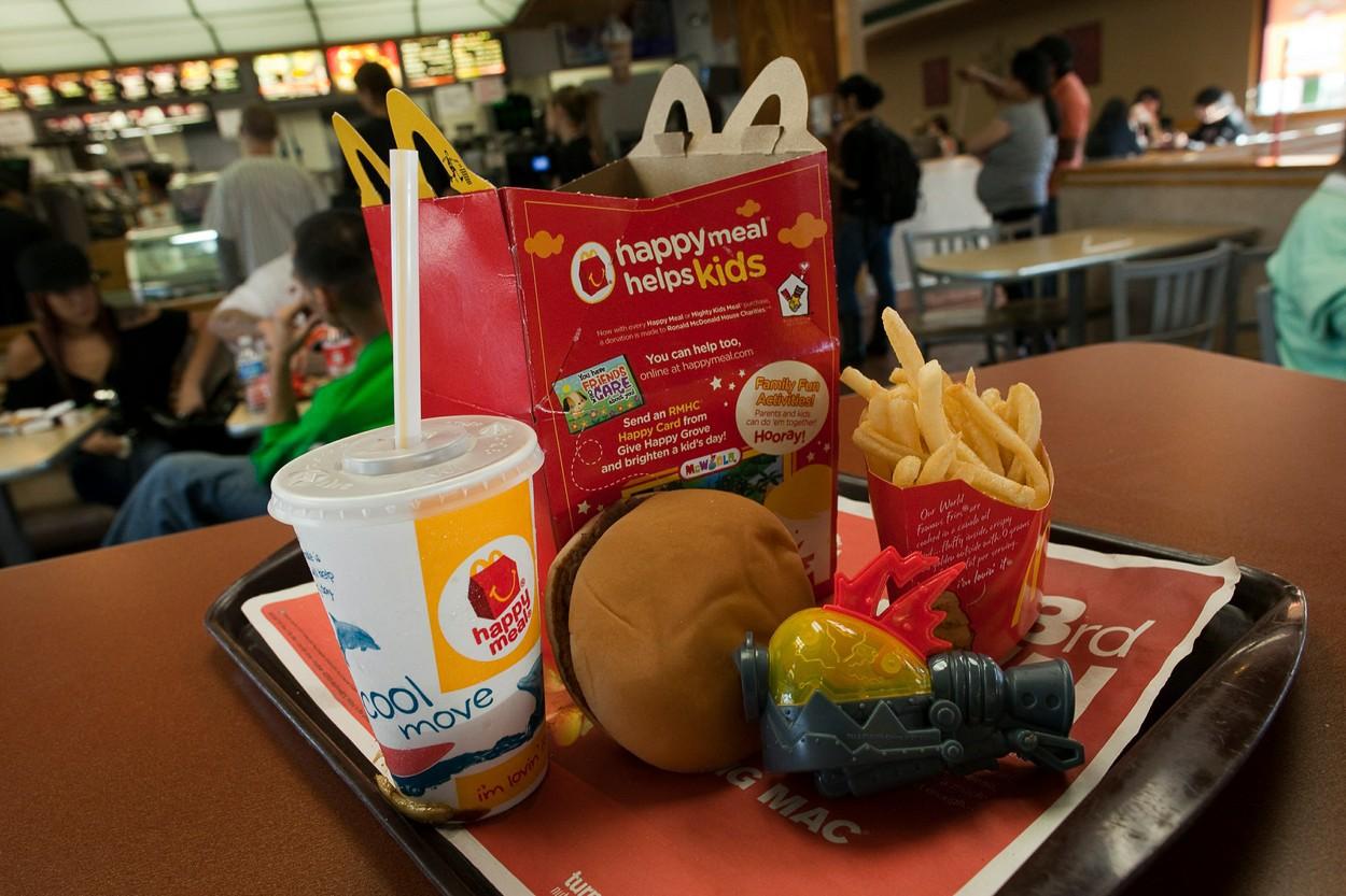 McDonald's îşi transformă jucăriile dintr-un meniu celebru. Cum va arăta noul Happy Meal