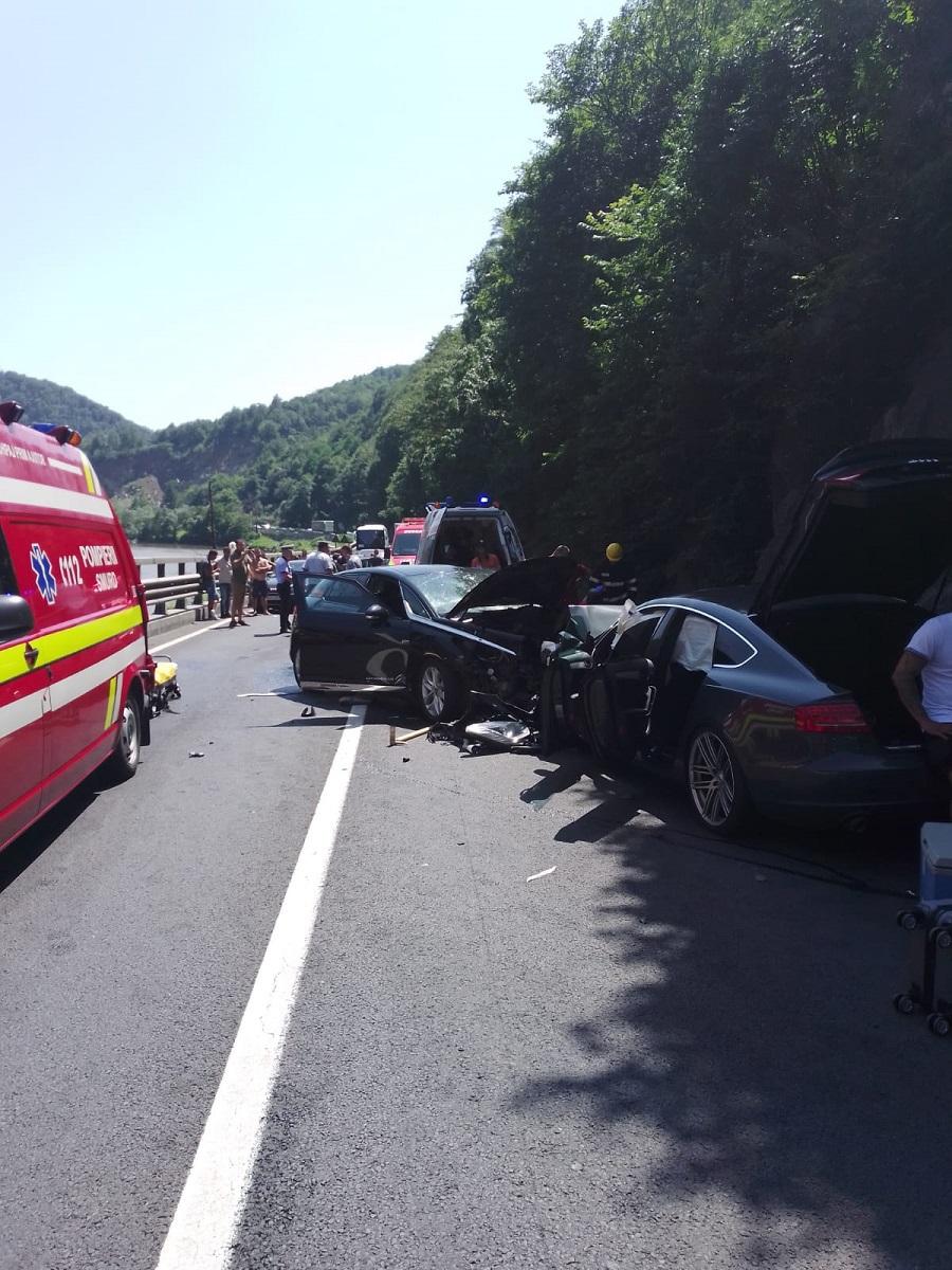 Patru persoane au murit într-un accident, după ce două autoutilitare şi un autoturism s-au ciocnit în Ialomita