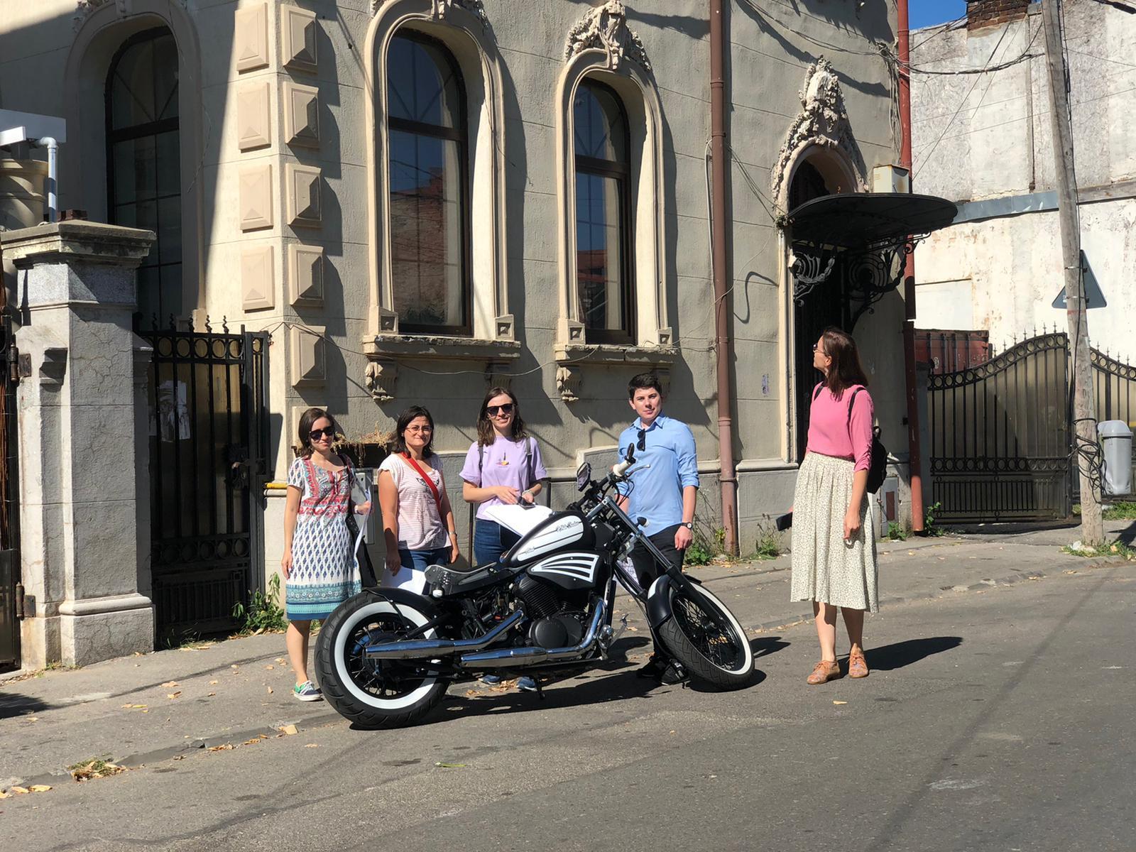 Vânătoarea de comori în Bucureşti. Tineri care au scotocit oraşul chiar înainte de scenariul roşu