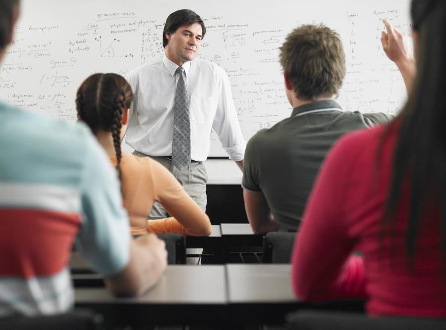 Proiect: Elevii vor studia obligatoriu educaţie financiară şi educaţie juridică de anul viitor