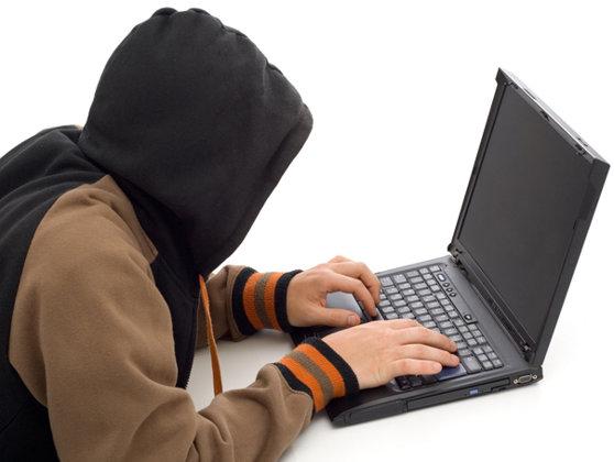 Imaginea articolului Gruparea Anonymous România, anihilată de DIICOT. Hackerii au accesat ilegal 29 de site-uri