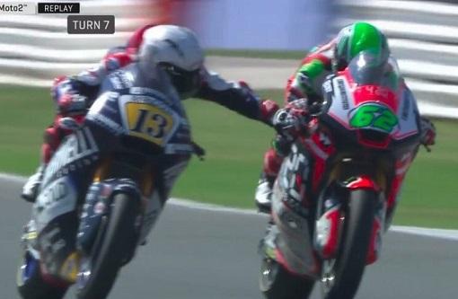 Imaginea articolului Moment de nebunie la Moto 2: un italian i-a tras frâna rivalului la peste 200km/h! Cum s-a terminat totul şi primele măsuri luate