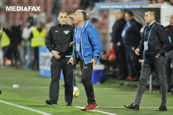 Imaginea articolului Reacţii violente în timpul meciului Astra - CFR Cluj: Dan Petrescu a primit cartonaşul roşu