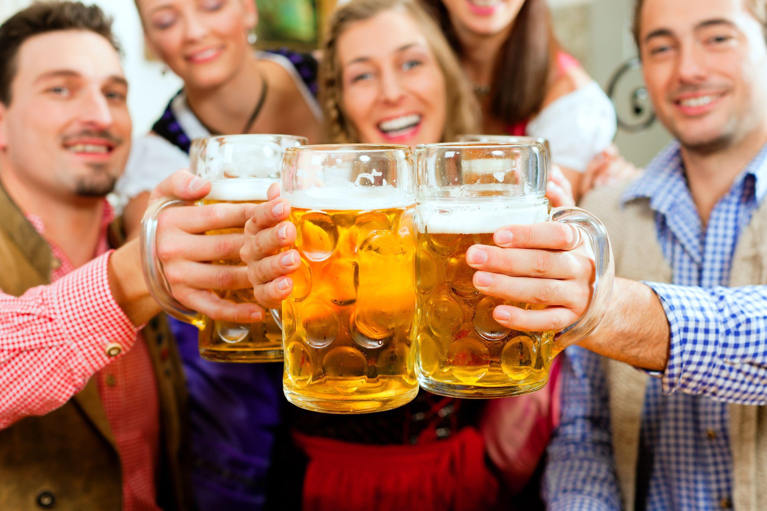 Veste bună pentru microbişti: FRF vrea să permită consumul de bere pe stadioanele din România