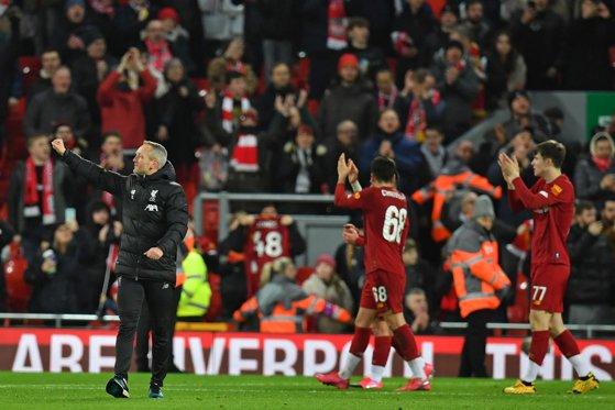 La presiunea fanilor Liverpool a revenit asupra deciziei de a-şi plasa angajaţii în şomaj în timpul pandemiei de coronavirus