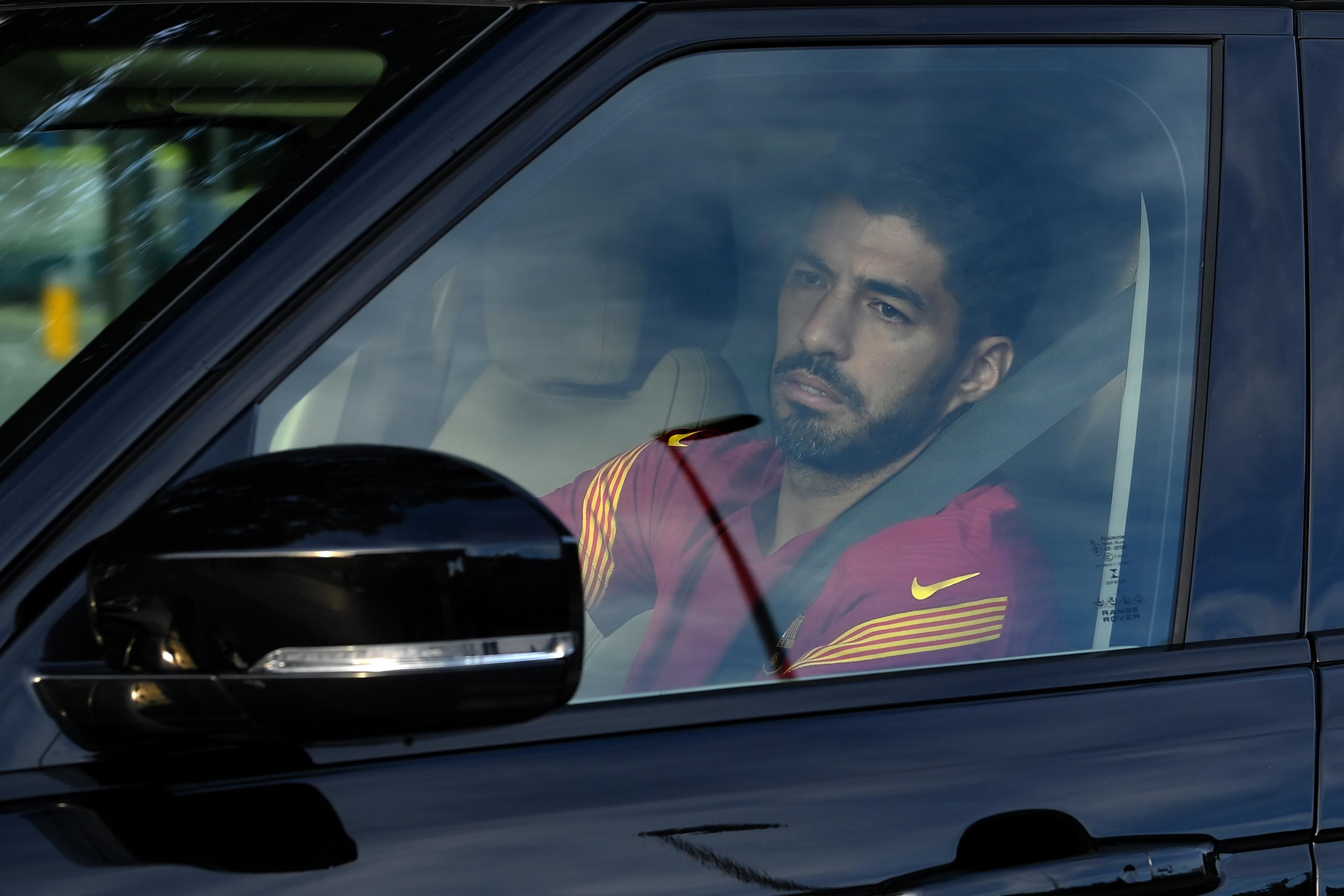 Suarez în lacrimi după despărţirea de Barcelona. Atacantul uruguayan va semna un nou contract pentru doi ani cu(...)