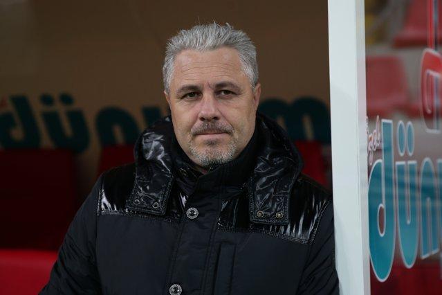 Şumudică a anunţat că demisionează de la Rizespor, după ce a pierdut în SuperLiga Turciei: Nu vreau să-mi pierd viaţa pe bancă|EpicNews