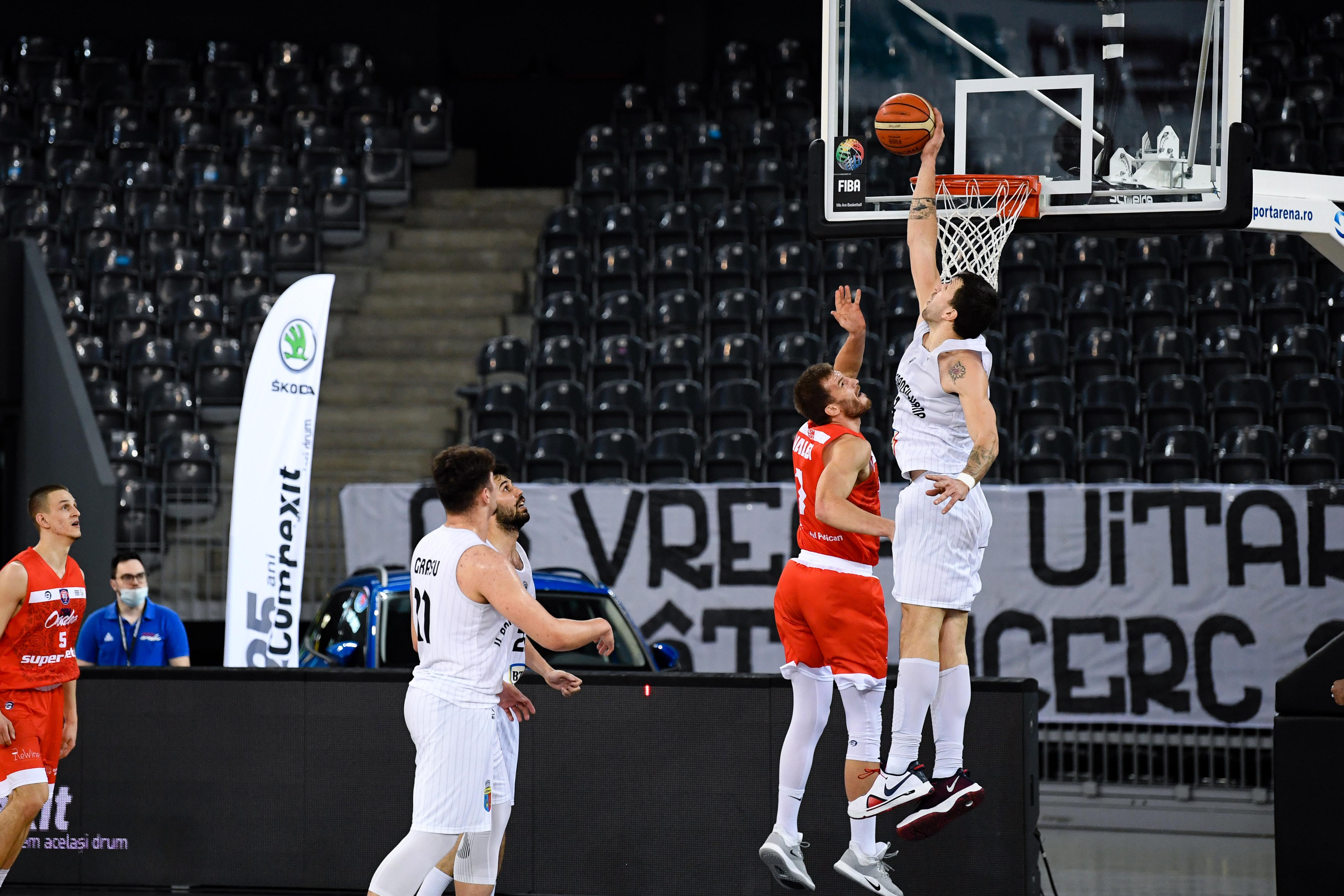 U BT Cluj marchează 103 puncte şi conduce cu 2-0 în finala Ligii Naţionale de baschet masculin