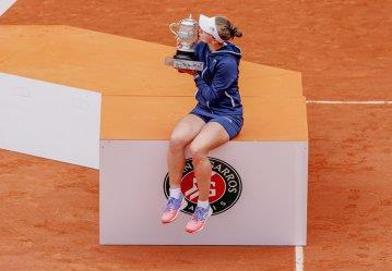 Barbora Krejcikova scrie istorie la Roland Garros şi intră într-un club select în care se află şi sportiva română Virginia Ruzici