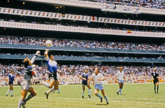 Momente memorabile din lumea fotbalului: 35 de ani de când Maradona a uimit cu mâna lui Dumnezeu|EpicNews