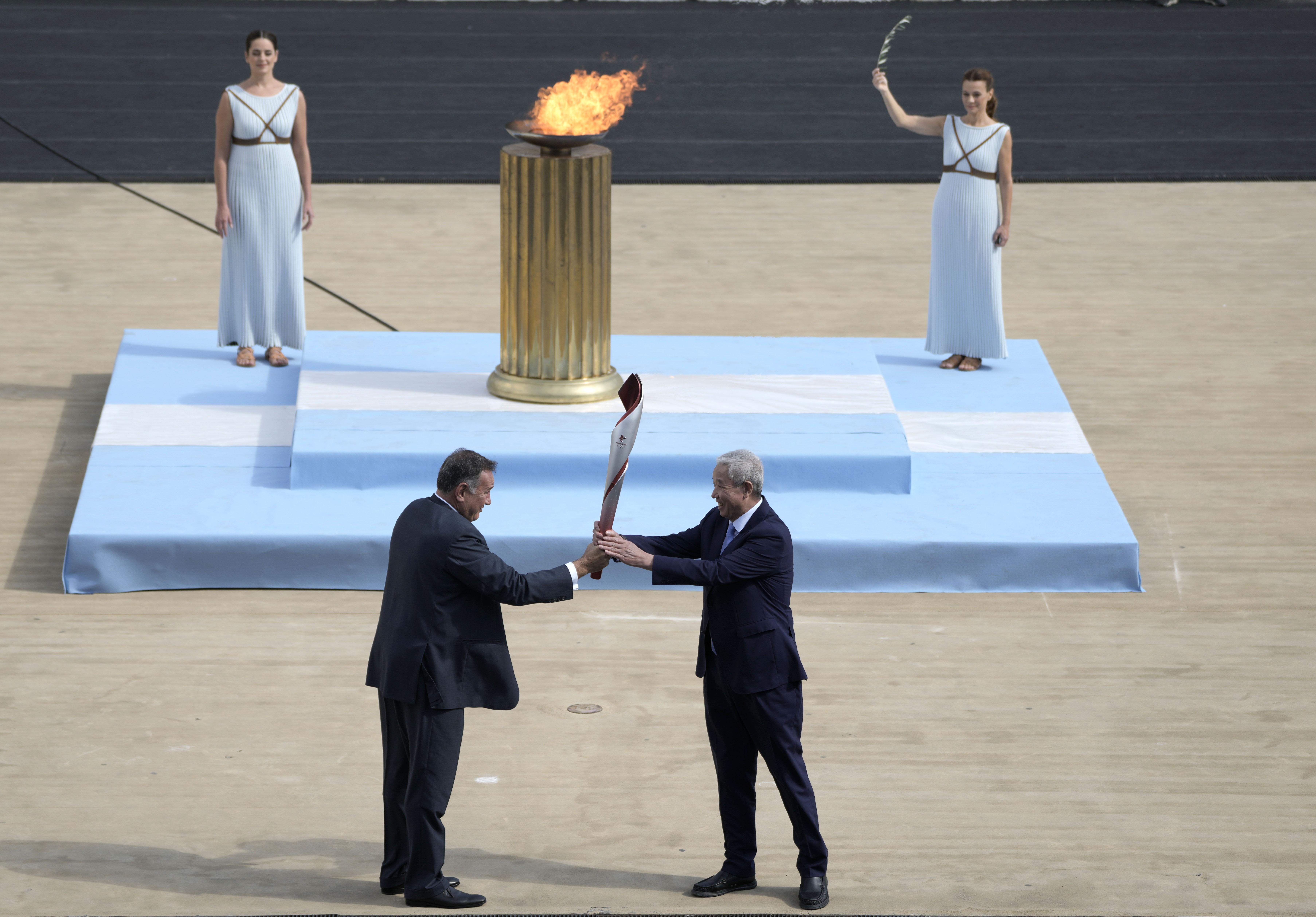 Organizatorii Jocurilor de Iarnă de la Beijing primesc flacăra olimpică, în ciuda opoziţiei activiştilor