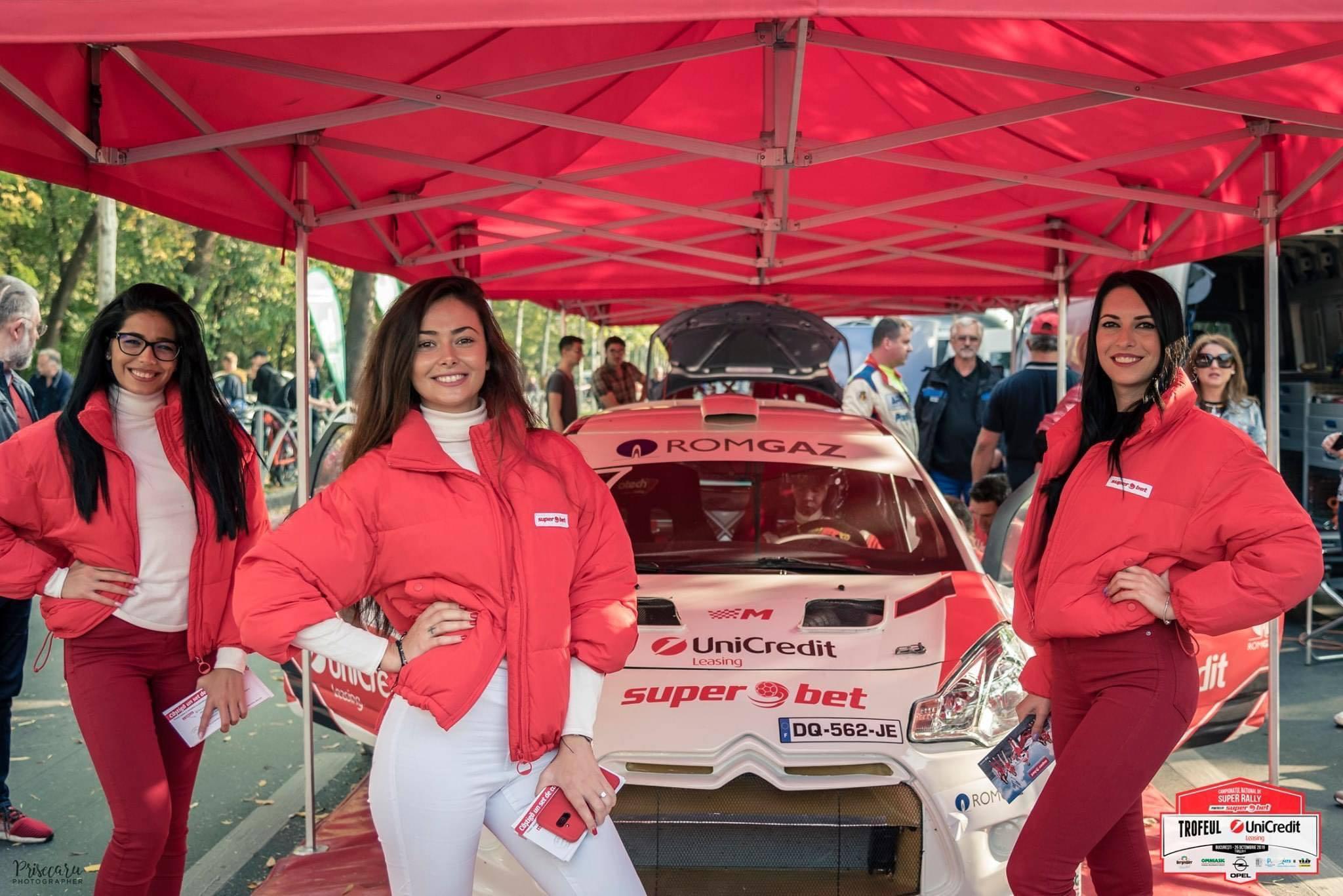 Spectacol lângă Arcul de Triumf, în weekend: fete frumoase şi maşini puternice
