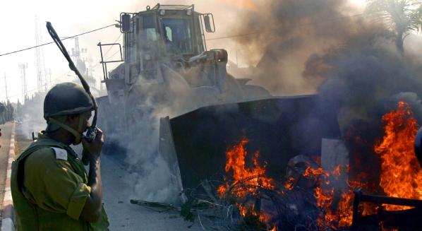 2005 - Forţele israeliene au început evacuarea simultană a coloniilor Sanur şi Homesh, din nordul Cisiordaniei.