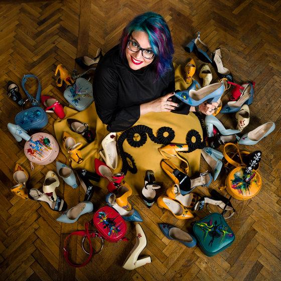 Imaginea articolului 1 Decembrie. Povestea unei românce care şi-a vândut motocicleta ca să investească în propriul business cu genţi pictate
