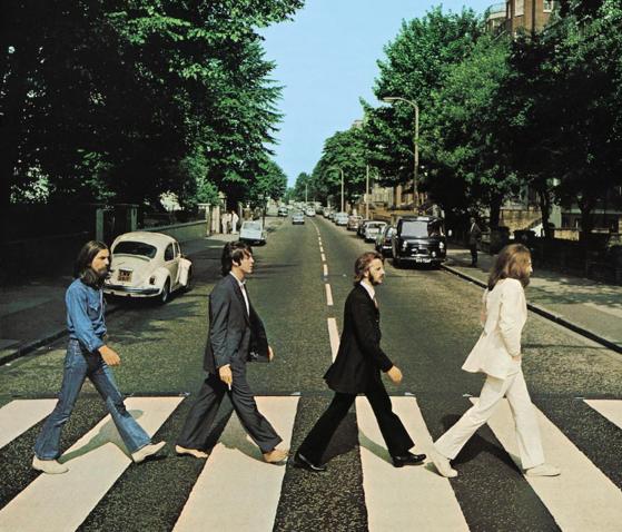 Imaginea articolului Ascultă SMART RADIO. Abbey Road este invadat de fanii formaţiei Beatles la 50 de ani de la lansarea albumului omonim