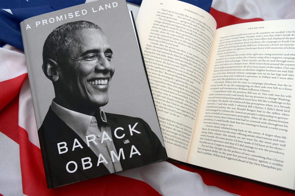 """Recorduri peste recorduri: Cartea """"Pământul făgăduiţei"""" a lui Obama a fost vândută în peste 1,7 milioane de exemplare în(...)"""