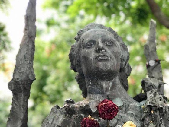 Imaginea articolului Reprezentanţii ambasadelor României şi R. Moldova în Franţa au depus flori la statuia lui Eminescu