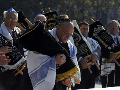 Ceremonie religioasă la inaugurarea Memorialului Holocaustului din România