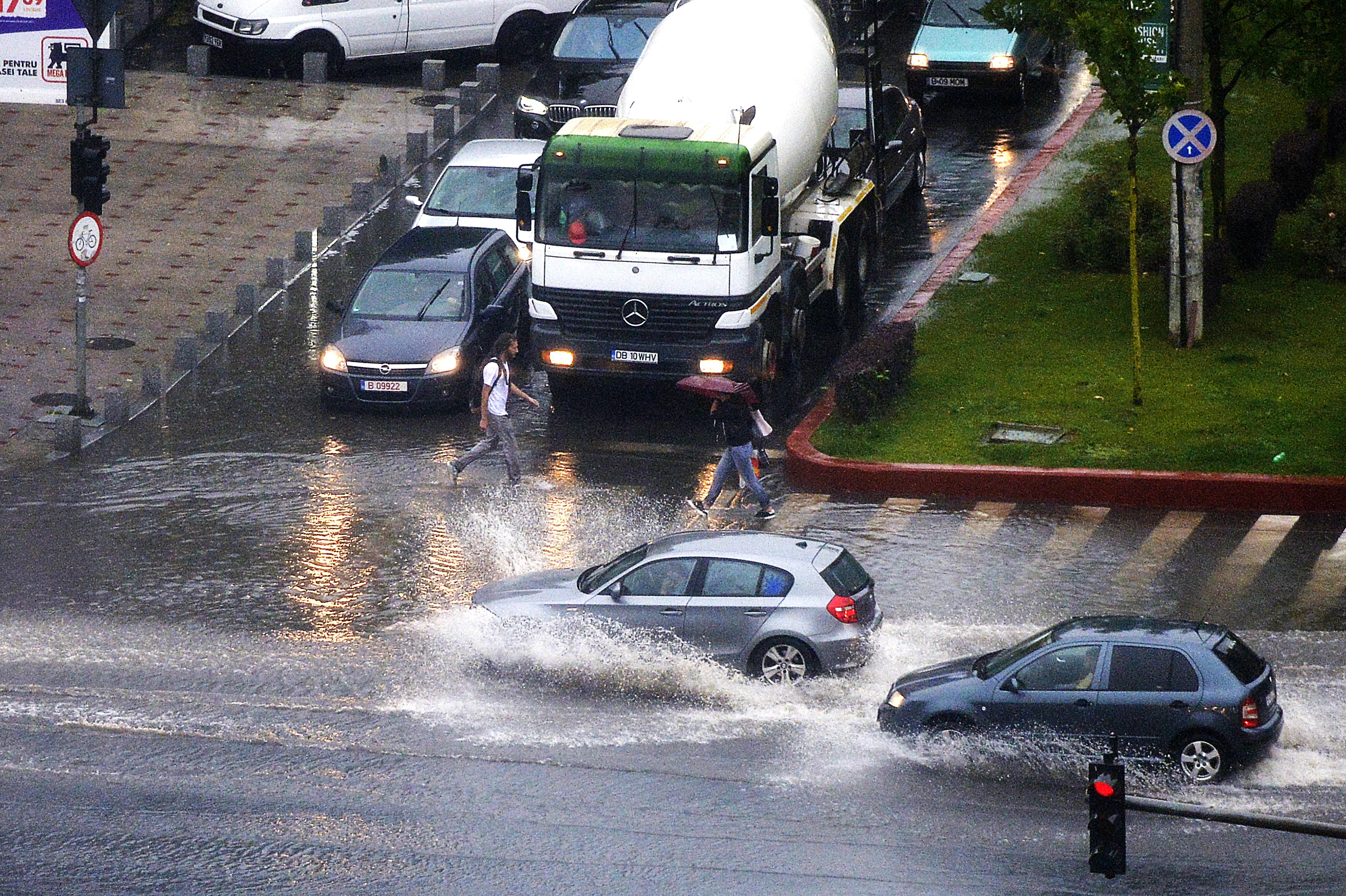 AVERTIZARE METEO: Ploi torenţiale şi grindină în aproape toată ţara/ Până când va dura vremea instabilă