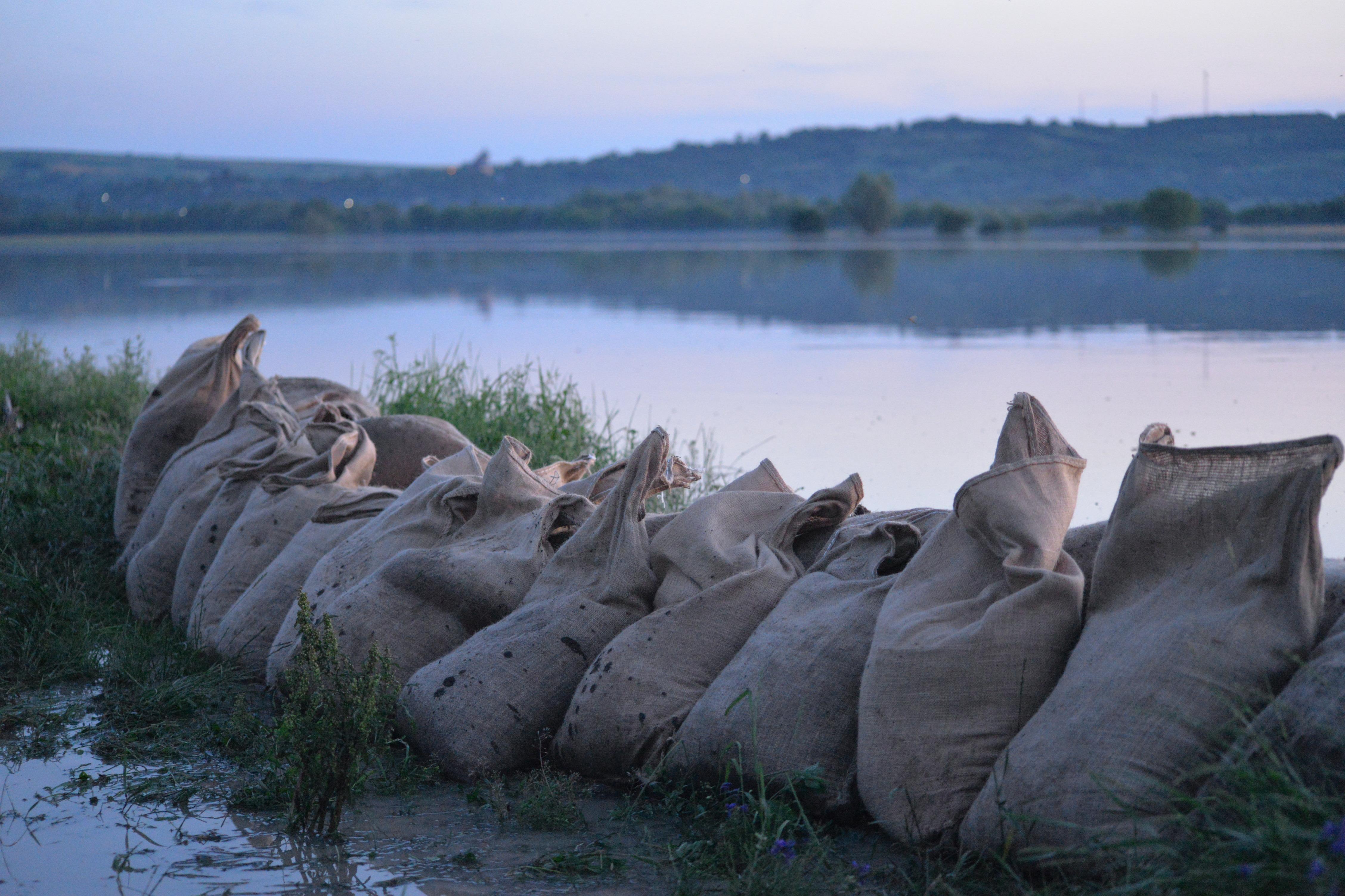 Avertizare hidrologică. Cod portocaliu de inundaţii pe râuri din Caraş-Severin şi Timiş