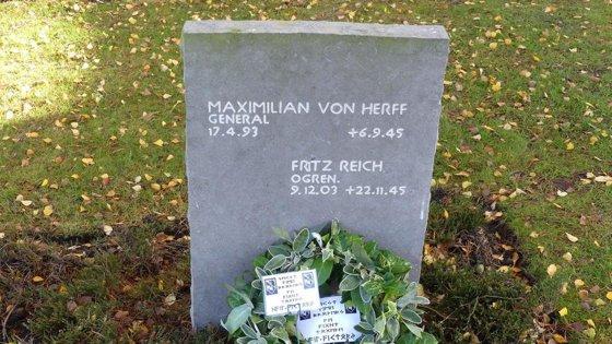 Imaginea articolului Descoperire cutremurătoare făcută la mormântul unui general NAZIST, în timpul unui eveniment de comemorare