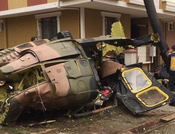 Imaginea articolului Elicopter prăbuşit într-o zonă rezidenţială din Istanbul. Primele date: cel puţin 4 morţi, un rănit - FOTO, VIDEO