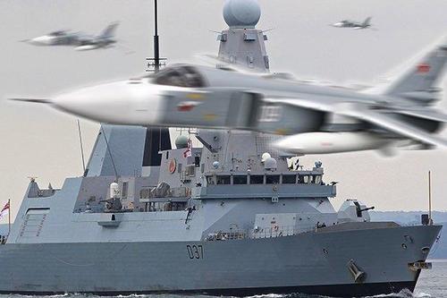 Imaginea articolului Distrugător britanic, hărţuit de 17 avioane ruseşti în Marea Neagră. Mesajul tulburător transmis prin radio de una dintre aeronave