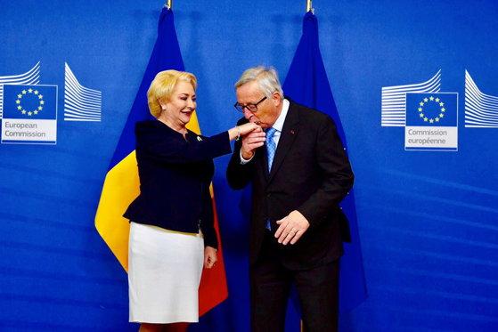Imaginea articolului MCV, criticat DUR la CN al PSD: Prea multă vreme România a fost ţinută în chingi cu acest mecanism, care e ca linia orizontului