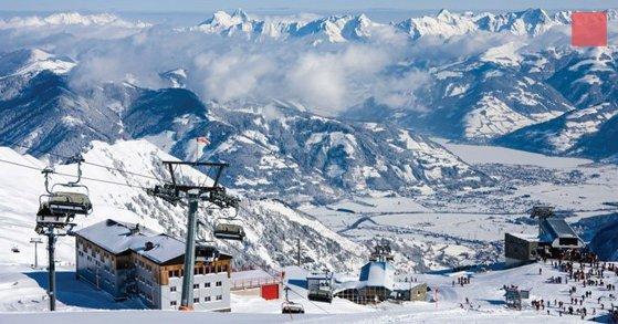 Imaginea articolului Mii de turişti au rămas blocaţi în staţiuni din Austria. Doi schiori au murit în urma avalanşelor