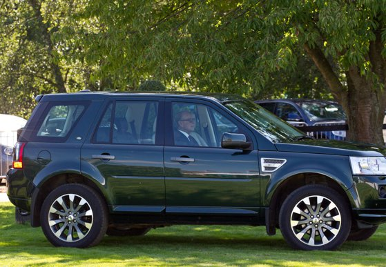 Image of the article Prince Philip, approaching the age of 100, was again seen at the wheel of a Land Rover, identical to that of the accident