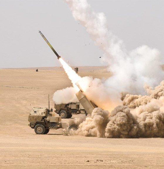 Imaginea articolului Polonia va plăti 414 milioane dolari pentru achiziţionarea unui sistem de artilerie reactivă din SUA