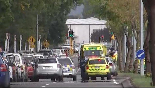 Atac Noua Zeelanda Update: ATACURI Armate La Moschei Din Noua Zeelandă. Cel Puţin 49