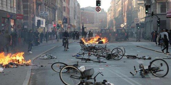 Imaginea articolului Violenţe la Copenhaga: Poliţia daneză arestează 23 de persoane în timpul unei revolte | FOTO