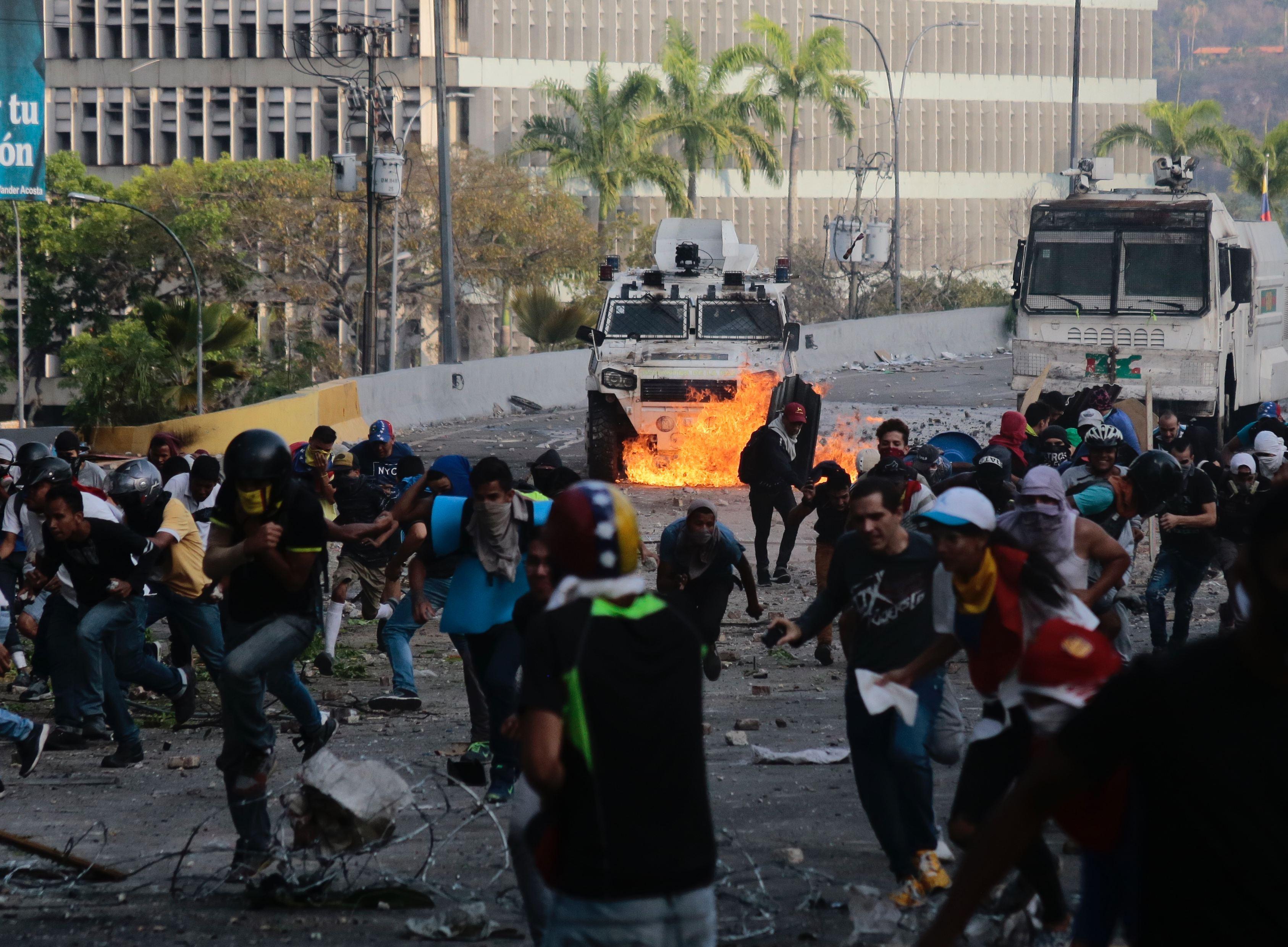 Protestele din Venezuela: O femeie a murit în urma confruntărilor dintre manifestanţi şi forţele de ordine