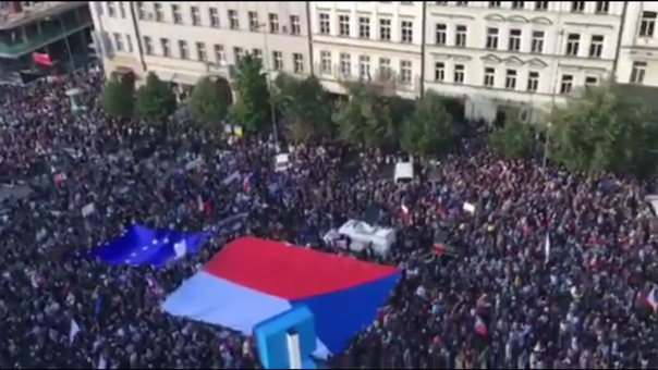 Proteste masive în Cehia: ZECI de mii de oameni cer demisia ministrului Justiţiei   FOTO, VIDEO