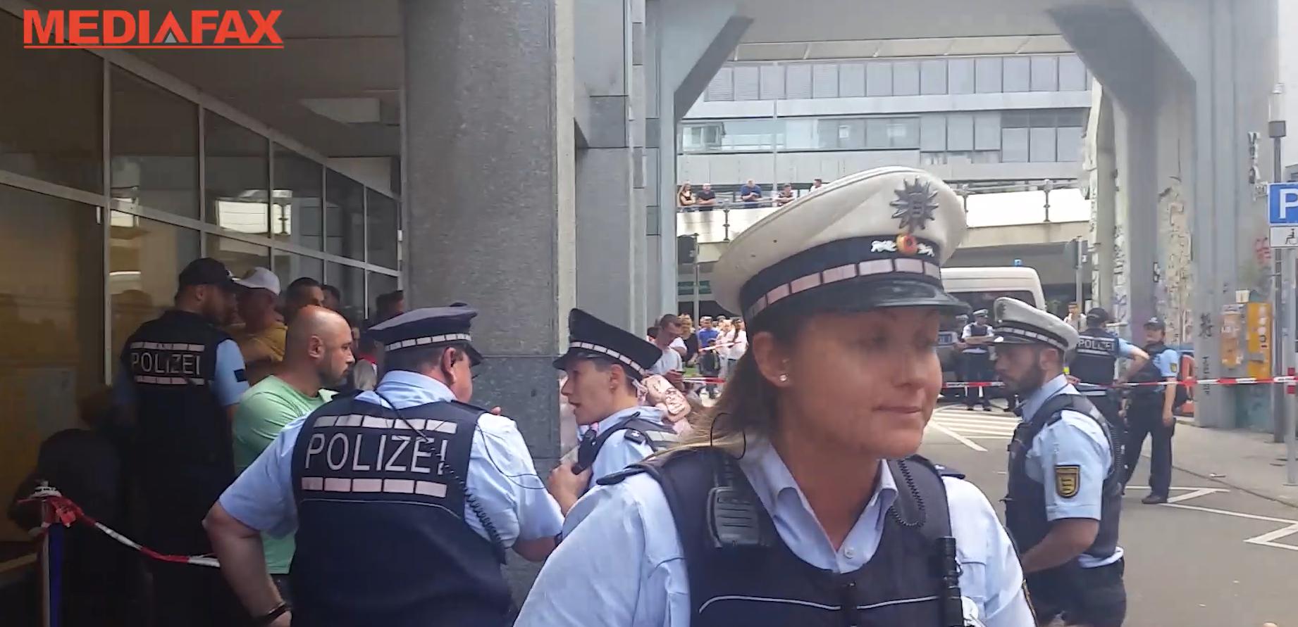 Poliţia a intervenit la Stuttgart unde circa 2.500 de oameni au stat şi câte opt ore la coadă pentru a VOTA