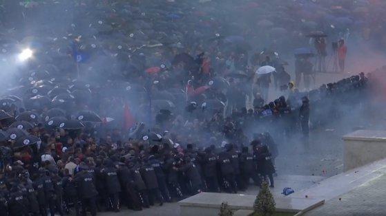 Imaginea articolului Continuă protestele în Albania faţă de premierul ţării, Edi Rama