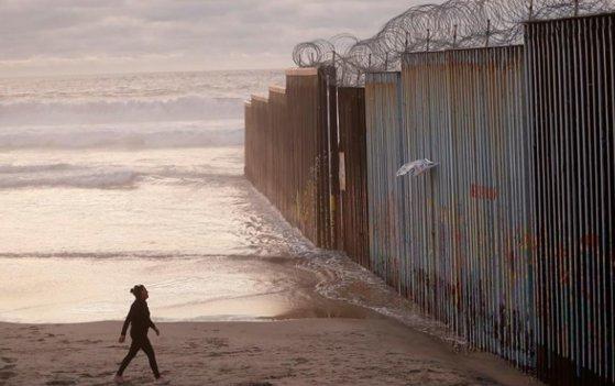 Imaginea articolului Trump anunţă că amână cu două săptămâni deportarea în masă a imigranţilor ilegali din SUA/ Care este motivul invocat