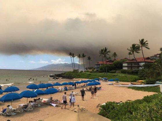 Imaginea articolului Stare de urgenţă pe insula Maui din Hawaii: Mii de persoane evacuate din calea incendiilor de vegetaţie | FOTO, VIDEO
