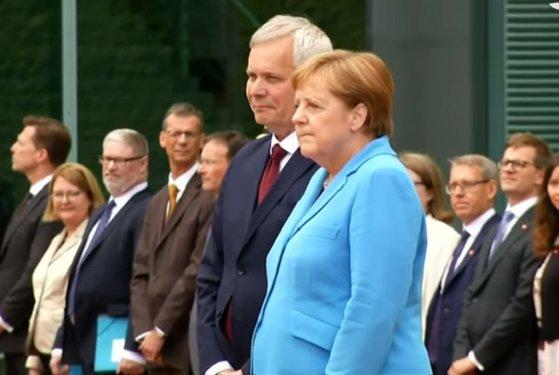 """Imaginea articolului Partidul din care face parte Angela Merkel, acuzat că ar practica """"o cenzură"""" în privinţa crizelor inexplicabile de tremurat"""