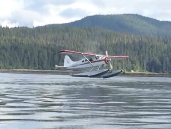 Imaginea articolului Trei persoane au murit în urma prăbuşirii unui hidroavion plutitor în Canada
