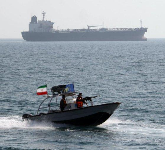 Imaginea articolului Iranul anunţă că va securiza Strâmtoarea Hormuz
