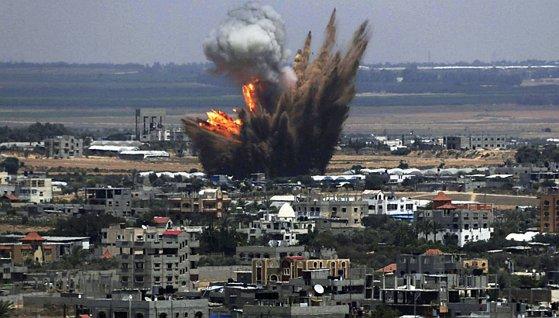Imaginea articolului Haos şi teamă pe un aeroport din Tripoli după un atac cu rachete, traficul aerian fiind oprit