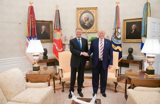 Imaginea articolului Iohannis l-a invitat pe Trump în România: Sperăm ca după alegerile din SUA să se şi întâmple