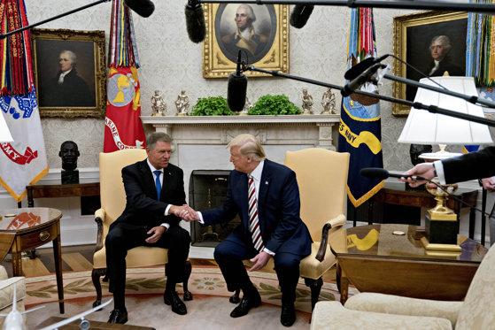 Imaginea articolului Klaus Iohannis, despre înzestrarea armatei: Preşedintele Trump este de părere că 2% din PIB este puţin