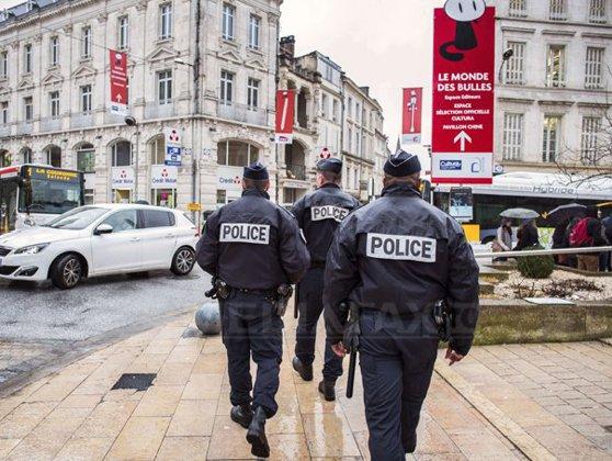 Imaginea articolului Autorităţile franceze au folosit tunuri de apă şi gaze lacrimogene împotriva protestatarilor adunaţi în apropiere de locul unde are loc summit-ul G7