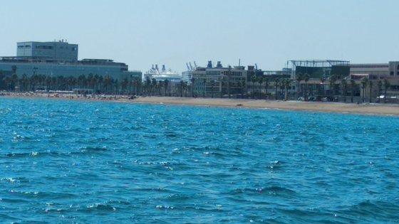 Imaginea articolului VIDEO O plajă celebră din Barcelona a fost evacuată după descoperirea unui dispozitiv exploziv